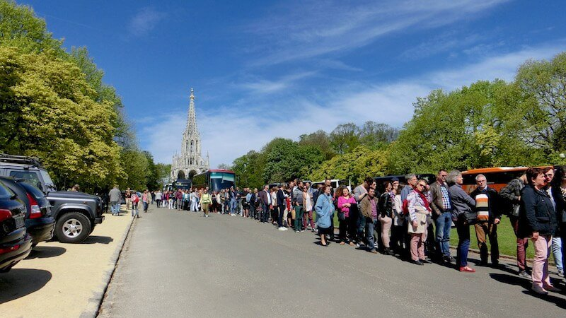 Long Queue to Greenhouses