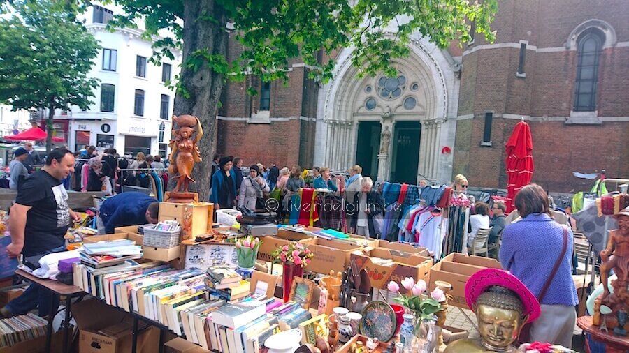 Rommelmarkt Dageraadplaats Antwerpen flea market display outside the Church