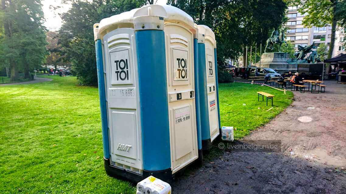 Mobile Toilets at Rommelmarkt Goegekregen in 't Stadspark - Antwerp Flea Market